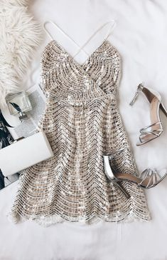 Lele White and Silver Sequin Mini Dress Not that I have any place to wear it, but if I were going out for new years or something…. The post Lele White and Silver Sequin Mini Dress appeared first on Do It Yourself Fashion. Fashion Mode, Look Fashion, Ladies Fashion, Fashion 2017, Fall Fashion, Womens Fashion, Pretty Dresses, Beautiful Dresses, Gorgeous Dress