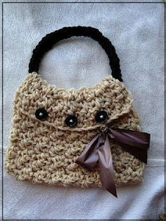 Free pattern here: http://hectanoogapatterns.blogspot.ca/2012/05/crochet-pebble-stitch-bag.html