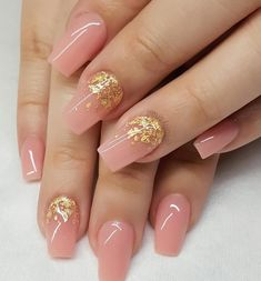 Semi-permanent varnish, false nails, patches: which manicure to choose? - My Nails Aycrlic Nails, Gold Nails, Nude Nails, Gorgeous Nails, Pretty Nails, Beauty Hacks Nails, Manicure E Pedicure, Best Acrylic Nails, Nagel Gel