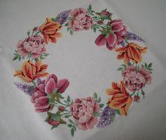 RicamIre: Tovaglia ghirlanda di fiori