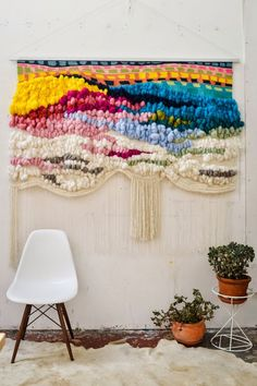 TREND SCOUT: The best of interior design trends for today 2019 incredible diy wall hanging The post TREND SCOUT: The best of interior design trends for today 2019 appeared first on Weaving ideas. Tapestry Weaving, Loom Weaving, Weaving Textiles, Weaving Art, Weaving Patterns, Quilt Patterns, Stitch Patterns, Knitting Patterns, Weaving Projects