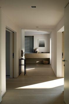Villa VS by Bataille & Ibens in Antwerp Belgium - interior in soft warm colors