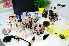 "Blog - Tips & Tricks de la primul curs de ingrijire ""Wings of Beauty by… The Body Shop, Tips & Tricks, Blog Tips, Wings, Beauty, Feathers, Beauty Illustration, Feather, Ali"