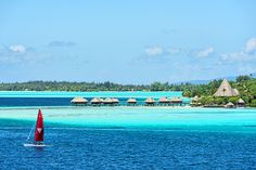 Bora-Bora, Polynésie-Française © eSchmidt - Fotolia.com  http://www.lonelyplanet.fr/article/voyager-en-voilier-autour-du-monde #borabora #polynésie #paradis #voyage #mer