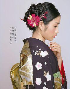 Japanese model wearing kimono and obi. Japanese Hairstyle Traditional, Traditional Kimono, Traditional Dresses, Japanese Face, Japanese Kimono, Japanese Girl, Japanese Things, Japanese Geisha, Japanese Culture