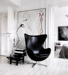 Modern Furniture Design - Arne Jacobsen Egg Chair In Black Leather - Living Room Chairs Egg Sessel, Poltrona Design, Interior Inspiration, Design Inspiration, Design Ideas, Design Trends, Black And White Interior, Black White, Pure White