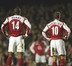 Thierry Henry i Dennis Bergkamp w Arsenal FC Arsenal Fc, Arsenal Players, Arsenal Football, Best Football Players, Football Is Life, Football Kits, Sport Football, Soccer Players, Football Things