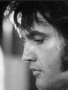 Elvis Presley recorded this song on June 1970 a the RCA Studio B in Nashville, Tennessee. In Elvis Presley hit the top ten on the country charts wit. Elvis Presley Family, Elvis Presley Photos, Rock And Roll, There Goes My Everything, Burning Love, Thats The Way, Lisa Marie, Graceland, American Singers