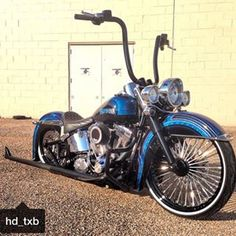 Another one of my favorites!! All the right moves were made on this build!! @hd_txb bringing #vicla to a darker side! Just the way I like them! Awesome job on the bike bro! @hd_txb #Harley #softail #deluxe #vicla #dark #23 #spokes #fishtails #apes #patterns #frontbackair #flake #lowrider