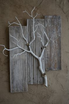 kreativ Three Piece Weathered Barnwood Mini with Branch by BarnwoodBlooms Bons Plans pour Mariage Ex Pallet Wall Decor, Wood Home Decor, Diy Wall Decor, Diy Home Decor, Pallet Shelves, Tree Branch Decor, Branch Art, Art Diy, Diy Wall Art