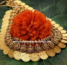 Traditional antique gold heavy kasu mala or kasulaperu with large Laksmi gold coins joined with nakshi Lakshmi motifs. This kasu haram can also be used as vaddanam. Vanki Designs Jewellery, Antique Jewellery Designs, Gold Earrings Designs, Gold Jewellery Design, Antique Jewelry, Antique Gold, Necklace Designs, Gold Temple Jewellery, Gold Jewelry