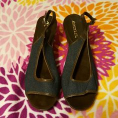 BIG SALE NOW!!☆Pretty jean sandle wedges,9 1/2 med Nice & comfty very soft suede beded inside .open toe,used only  once AEROSOLES Shoes Wedges