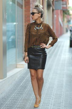 This faux leather H&M skirt works both for a day at work and for a saturday night out with the girls