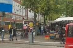 2014 Het plein verdween grotendeels bij de aanleg van de Oostlijn van de metro en de Stopera (een samenvoeging van Stadhuis en Opera) in de jaren 70 en 80 van de 20e eeuw. Het nieuwe Waterlooplein is ontstaan in 1988 om het Stoperagebouw heen en grenst aan de rivier de Amstel, de Zwanenburgwal en het Mr. Visserplein.  #Amsterdam #markt