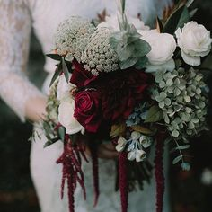 Deliciously rich autumnal blooms by @pompandsplendour from a past fave feature by @igotyoubabeweddings ♡ #moodyblooms #autumn #nouba