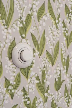 wallpaper-could I make a similar wall stencil? Hallway Wallpaper, Interior Wallpaper, Love Wallpaper, Designer Wallpaper, Bff Drawings, Home Of The Brave, Floor Ceiling, Inspirational Wallpapers, Cozy Cottage