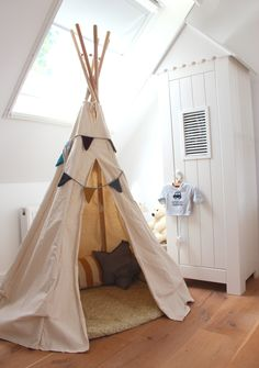 tipi love I love the one I made last year, teepees everywhere! I like this set up too. tipi love by Teepee Kids, Teepee Tent, Teepees, Diy Tipi, Kid Spaces, My New Room, Cabana, Boy Room, Kids Bedroom