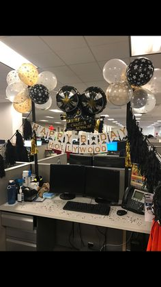 Pin By Audrey Aguilar On Melissa's Bday Cubicle Birthday Decorations, Balloon Decorations, Work Cubicle Decor, Birthday Pranks, Cube Decor, Boss Birthday, Diy Gifts For Him, Bridal Shower Decorations, Event Decor