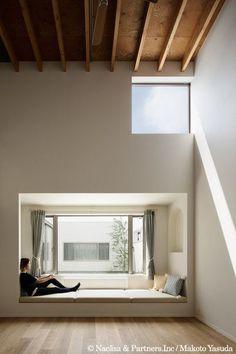 ide kreatif desain ruang keluarga lesehan is part of health-fitness - health-fitness Interior Architecture, Interior And Exterior, Japanese Interior, Interior Decorating, Interior Design, House Rooms, Living Room Decor, New Homes, Windows
