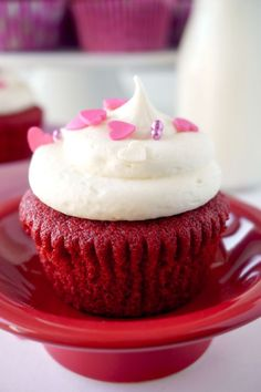 valentinesday treats f you love Red Velvet Cake then youll LOVE these Red Velvet Cupcakes with Vanilla Cream Cheese Frosting! Brownie Desserts, Oreo Dessert, Mini Desserts, Easy Desserts, Vanilla Cream Cheese Frosting, Cupcakes With Cream Cheese Frosting, Cake With Cream Cheese, Red Velvet Desserts, Red Velvet Cupcakes