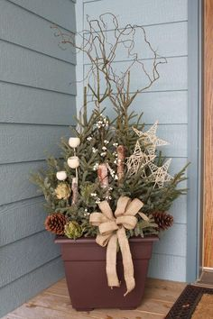 35 Fancy Outdoor Holiday Planter Ideas To Enliven Your Christmas Day - GoodNewsArchitecture Outdoor Christmas Planters, Christmas Urns, Christmas Garden, Outdoor Christmas Decorations, Rustic Christmas, Christmas Home, Christmas Wreaths, Christmas Crafts, Outdoor Planters