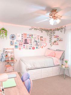 Pastel Room Decor, Indie Room Decor, Cute Room Decor, Pastel Bedroom, Room Design Bedroom, Room Ideas Bedroom, Bedroom Decor, Funky Bedroom, Bedroom Inspo