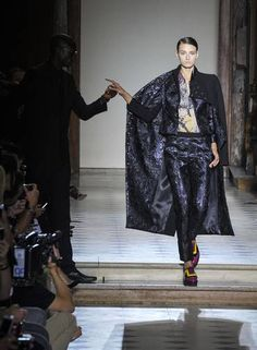 O inverno 2015 couture de Julien Fournie Foto: Zacharie Scheurer / AP