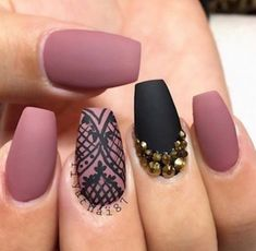 Casket nails have become a huge trend this year, and there are so many stunning designs to choose from! Discover casket nails and how to rock them this season! Mauve Nails, Rose Nails, Manicure Y Pedicure, Dusty Pink Nails, Black Nail Designs, Cool Nail Designs, Simple Designs, Black Coffin Nails, Stiletto Nails