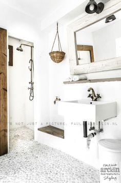 Ideas for bathroom design modern stones pebble floor Bathroom Interior Design, Interior, Home, Master Bathroom Design, Modern Bathroom Design, House Interior, Bathroom Plans, Bathroom Flooring, Pebble Floor