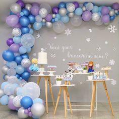 Frozen Birthday Party, Frozen Theme Party, Girl 2nd Birthday, Birthday Parties, Frozen Birthday Outfit, Frozen Balloon Decorations, Frozen Balloons, Birthday Party Decorations, Party Favors