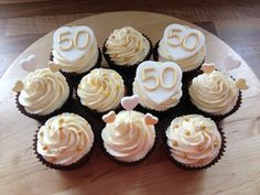 50th Wedding Anniversary Cakes | 50th golden Wedding Anniversary cupcakes | Decorated Cakes and cupcak ...