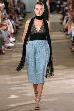 #MoniqueLhuillier  #fashion  #Koshchenets   Monique Lhuillier Spring 2017 Ready-to-Wear Collection Photos - Vogue