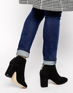 I know winter is ending for me, but these vegan ankle boots are pretty cool   #vegan #vegetarian #boots