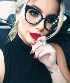 Ideas glasses frames for blondes red lips Cool Glasses, New Glasses, Glasses Online, Cat Eye Glasses, Girls With Glasses, Makeup For Glasses, Fendi Glasses, Womens Glasses Frames, Lunette Style