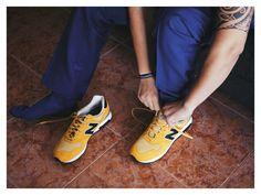 New Balance amarillas para el novio by @fandi_es #novio #groom #groomsmen #noivo #bestman #sneakers #zapatillas #newbalance