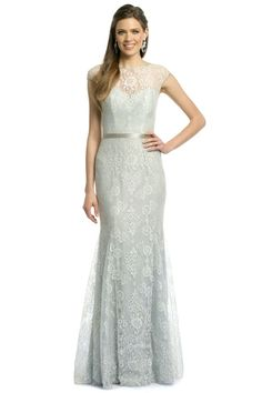 Tendance Robe du mariée 2017/2018  Rent this beautiful lace gown by Theia