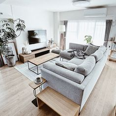 Living Room Decor Grey And White, Living Room Green, Small Living Rooms, Living Room Designs, Living Room Lounge, Home Living Room, Apartment Interior, Living Room Interior, Casa Loft