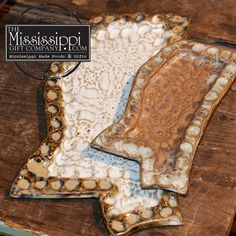 These Mississippi shaped trays are great gifts for any upcoming occasion! Share a piece of Mississippi with someone today! www.TheMississippiGiftCompany.com/fingerprint-pottery.aspx