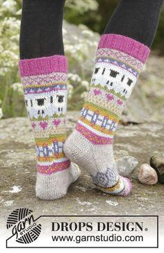 """Stickade DROPS sockor i """"Karisma"""" med flerfärgat mönster. Stl 35 - 46.  Gratis mönster från DROPS Design."""