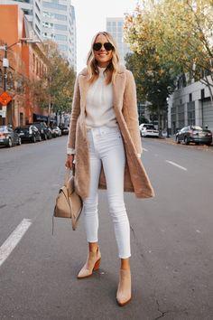 Fashion Jackson Wearing Abercrombie Sherpa Coat White Sweater White Skinny Jeans Tan Booties Winter White Outfit Source by fashion_jackson fashion jeans Outfits Otoño, Casual Outfits, Fashion Outfits, Fashion Trends, Fashion Ideas, Fashion Clothes, Fashion Tips, Jeans Skinny Branco, White Skinny Jeans