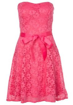 Check this fuchsia strapless lace bridesmaid dresses out.Ornamented with a satin sash at the waist, knee length and in a sweet color. That's a must-have for a sweet romantic wedding.