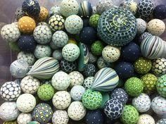 Love the simple mosaic, love the colors. Julli-ya, polymer clay.
