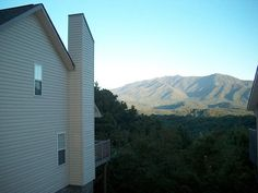 You will enjoy your stay at Cuddly Bear's Lair if you like having a wonderful mountain view.