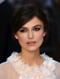 How to: Keira Knightley's Romantic Chanel Couture Look  http://primped.ninemsn.com.au/how-tos/makeup-how-tos/how-to-keira-knightleys-romantic-chanel-couture-look#