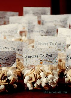 S'mores to go - s'mores snack mix camp out birthday party Camping Party Foods, Camping Parties, Camping Theme, Campfire Birthday Parties, Bonfire Birthday, Camping Meals, Indoor Camping, Backyard Camping, Cupcake
