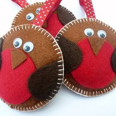 Christmas felt robins = cute Could these be filled with something to warm your hands in pockets? Fix them to match kids coats? : Christmas felt robins = cute Could these be filled with something to warm your hands in pockets? Fix them to match kids coats? Felt Christmas Decorations, Felt Christmas Ornaments, Diy Ornaments, Beaded Ornaments, Glass Ornaments, Ornament Crafts, Christmas Makes, Christmas Fun, Christmas Projects