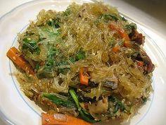 Korean glass noodles (Japchae) - Diet and Nutrition Japchae, Nutrition Articles, Diet And Nutrition, Vegan Korean Food, Korean Glass Noodles, Asian Recipes, Ethnic Recipes, Asian Foods, Yummy Recipes