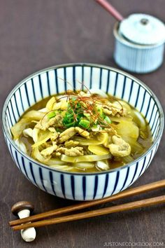 Thick chewy udon noodles soaked in a rich, fragrant curry sauce, this Japanese Curry Udon Easy Japanese Recipes, Japanese Dishes, Japanese Food, Asian Recipes, Ethnic Recipes, Curry Udon Noodles Recipe, Weeknight Meals, Easy Meals, Japanese Curry