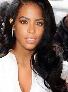 Aaliyah had the prettiest hair ever! My hair inspiration! Rip Aaliyah, Aaliyah Style, Aaliyah Albums, Beautiful Black Women, Beautiful People, You're Beautiful, Absolutely Gorgeous, Aaliyah Haughton, Hip Hop