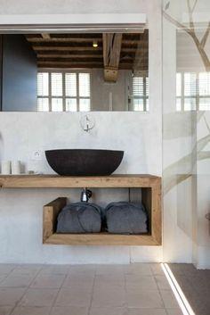 comment ranger les serviettes de bain, jolie porte serviette murale salle de bain en bois clair